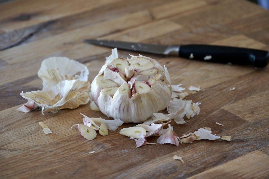 A bulb of garlic