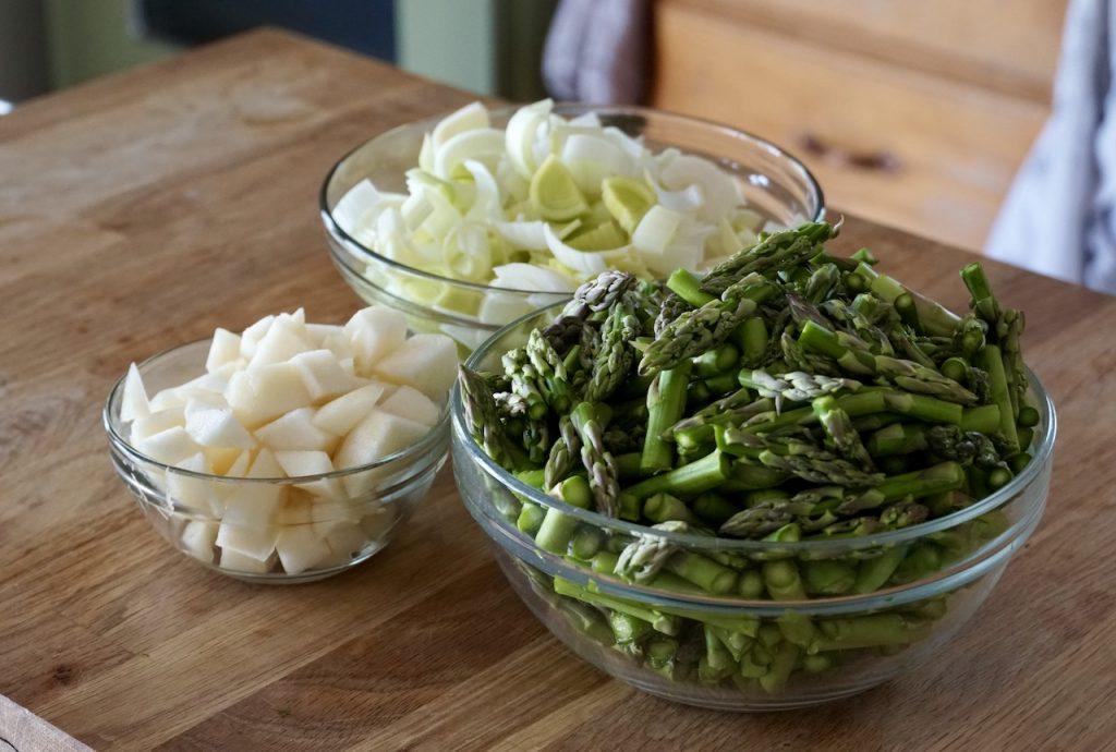 Fresh asparagus, leeks and Bosc pears