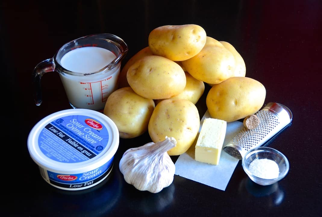 Ingredients for garlic mashed potatoes