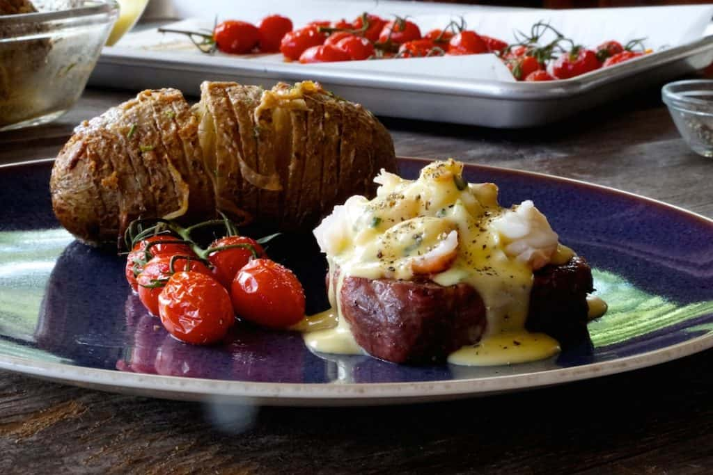Grilled Filet Mignon with Lobster and Bearnaise