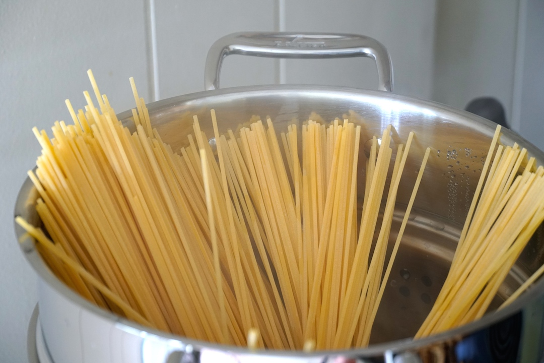 Spaghettini in the pasta pot