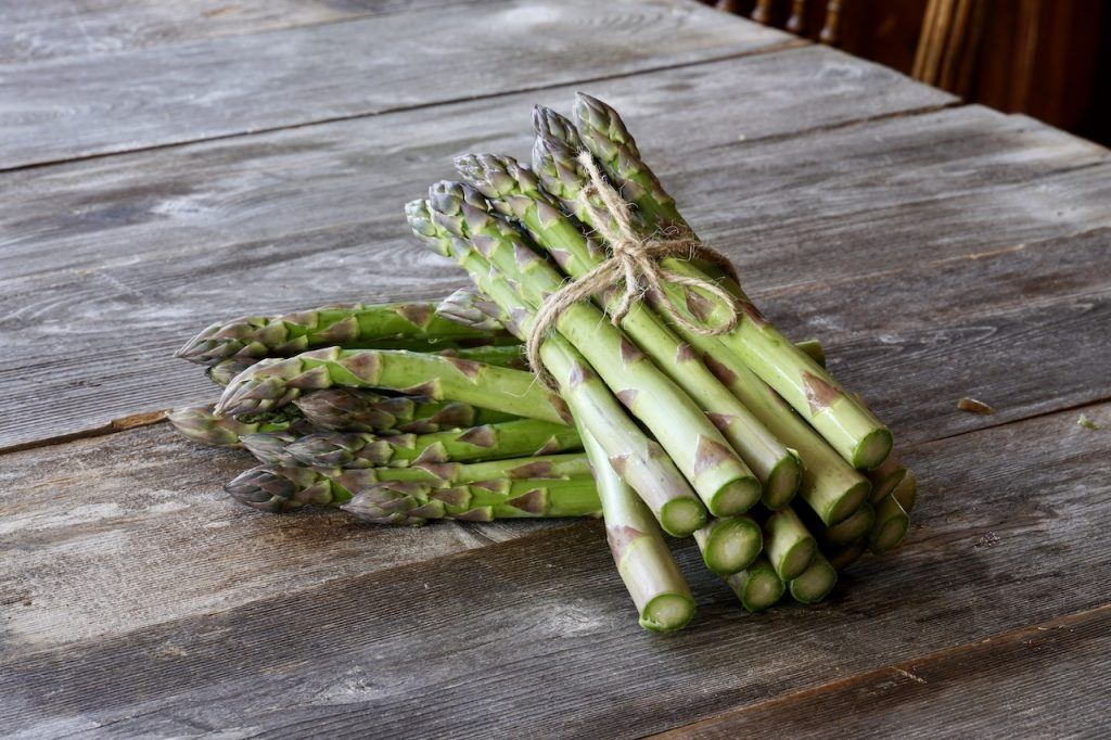 Bunches of fresh asparagus from a local farmer's market