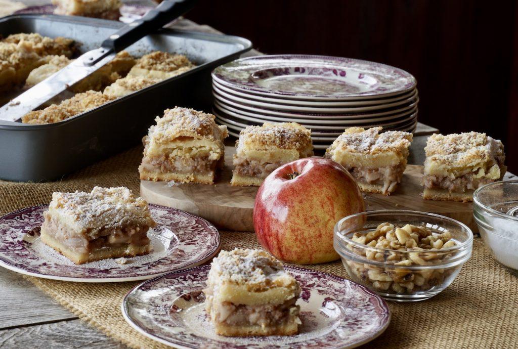 Lazy Apple Cake or Lenja Pita