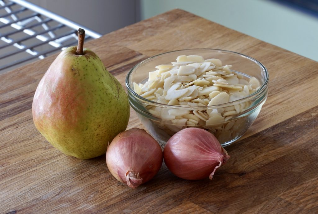 Pear, sliced almonds and shallots