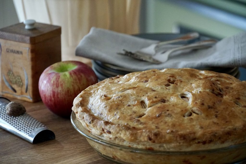 Mom's Apple Pie with Cheddar Cheese Crust