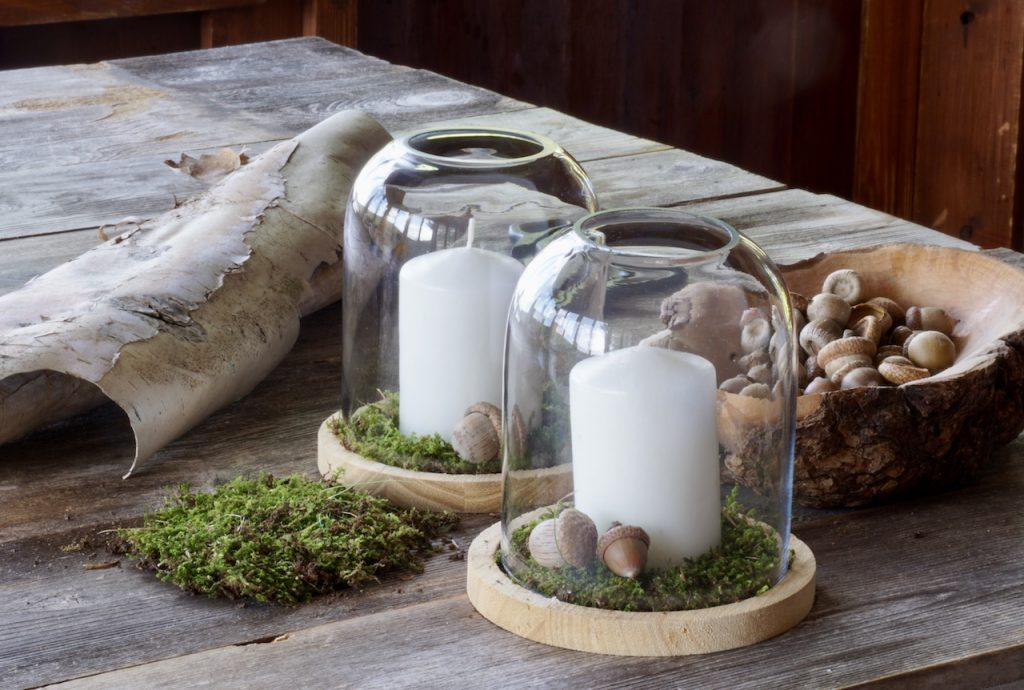 Table lanterns with a moss detail