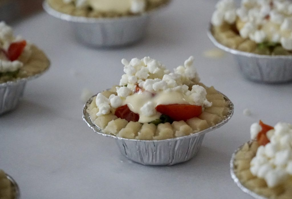 The minio tarts sprinkled with goat's cheese