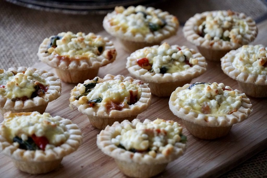MINI TARTS WITH SMOKED SALMON AND GOAT'S CHEESE