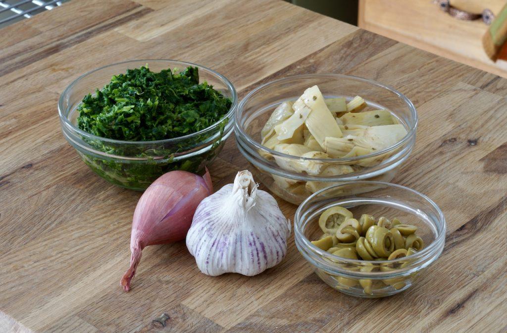 Garlic, artichokes, spinach, olives and shallot