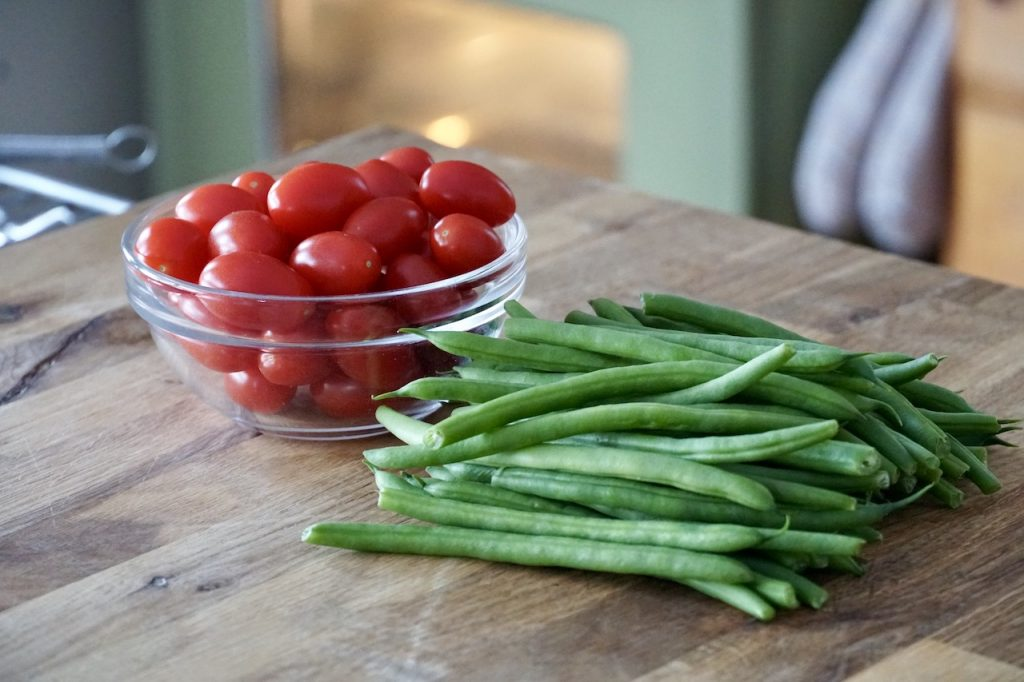Cherry tomatoes and green beans