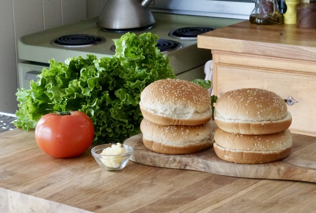 Hamburger buns, tomato, curly lettuce and butter