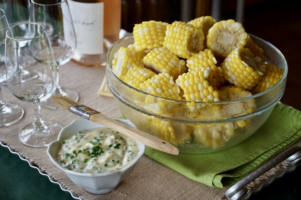 The cob knows fresh out of the pot served with an herbed garlic mayo on the side